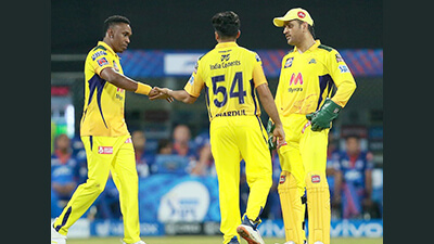 Dhoni criticizes his bowlers