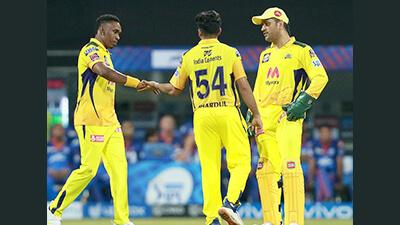 Dhoni criticizes his bowlers