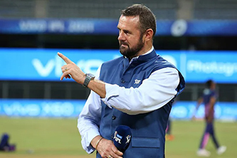 """Sorry to be leaving you"": Simon Doull bids emotional farewell to India"