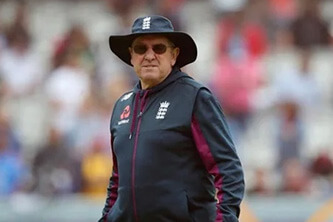 Trevor Bayliss leaves England, returns to coach in Australia