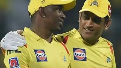 Dwayne Bravo's gift to Dhoni: The Helicopter Song